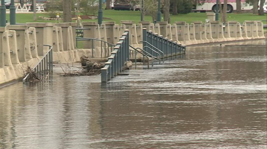 Mississippi River level continues to drop in La Crosse