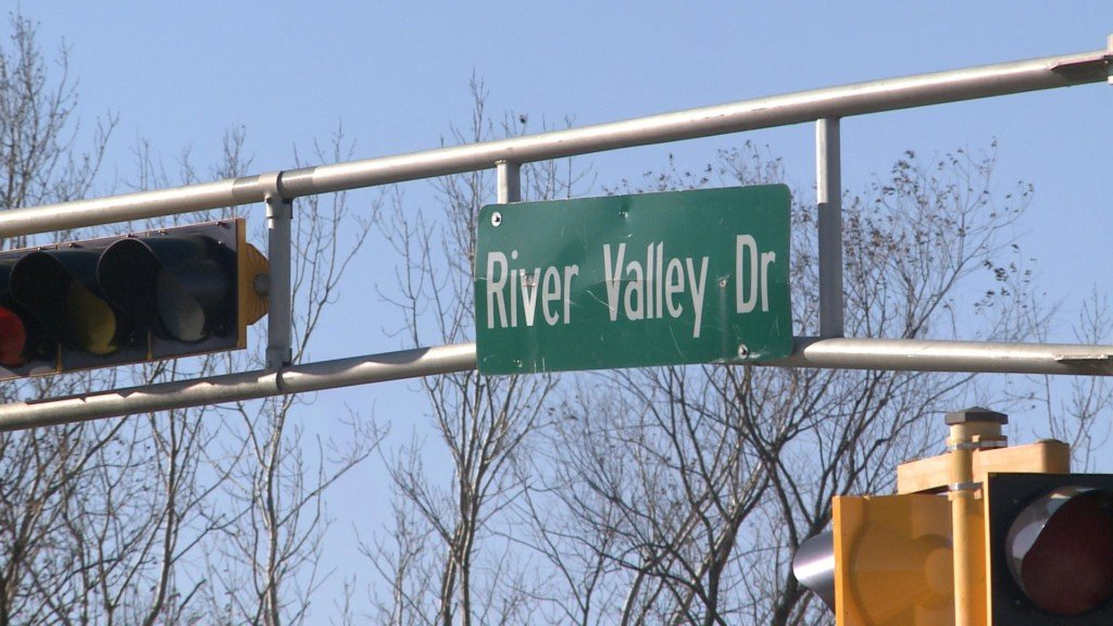 Temporary lane width restrictions on River Valley Drive in La Crosse