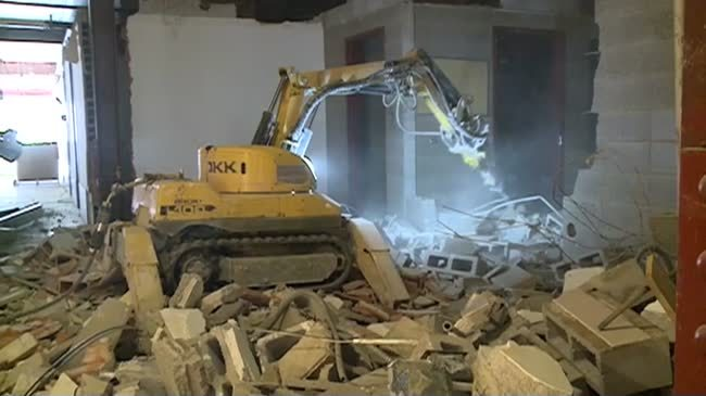 Construction company uses robot to speed up demolition at old County building