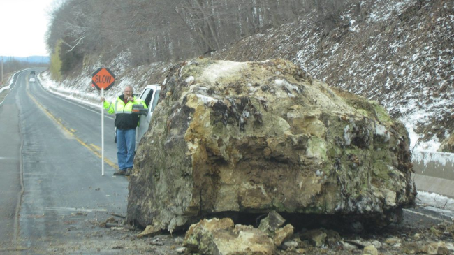 Giant rock falls on highway north of Prairie Du Chien