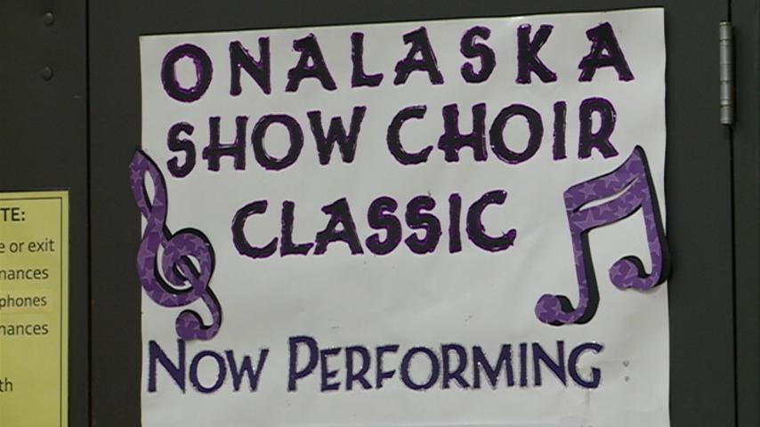 Midwest show choirs compete in Onalaska
