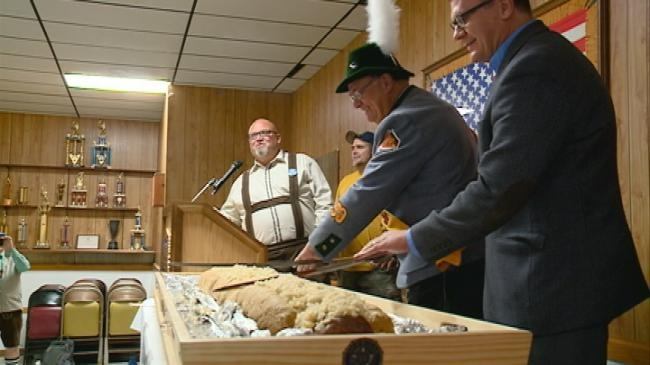 American Legion holds annual Slicing of the Golden Brat
