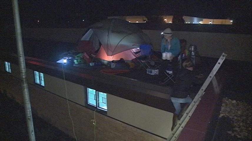 Spence Elementary teachers spend the night on the school roof