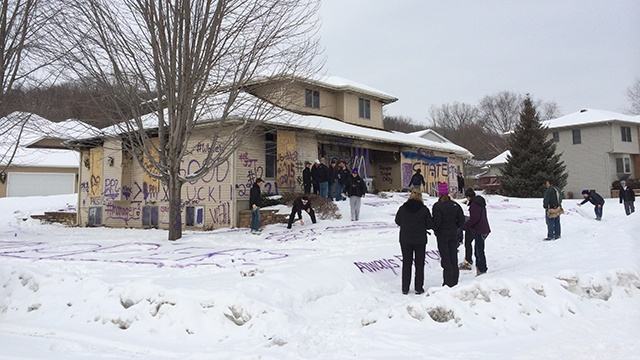 High schoolers spray paint Onalaska house to show support