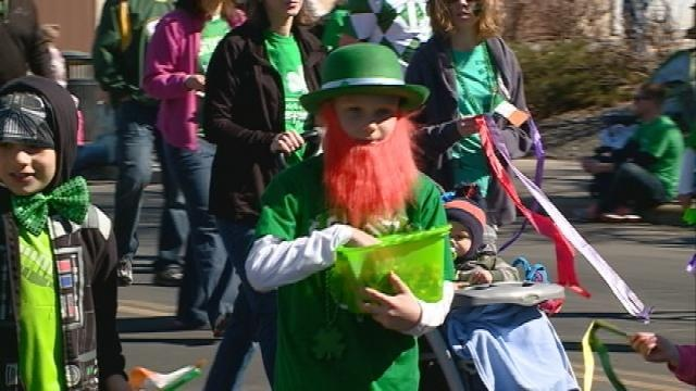 Dozens celebrate St. Patrick's Day weekend with La Crosse parade