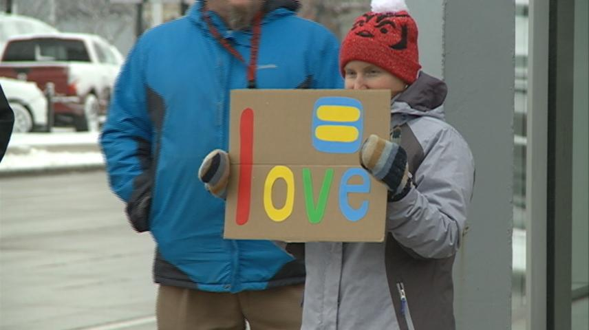 La Crosse rally supports transgender youth
