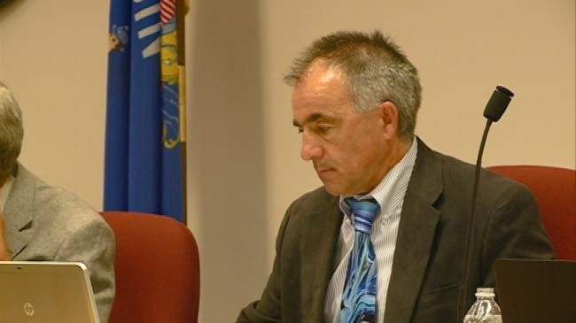 La Crosse County administrator's contract extended