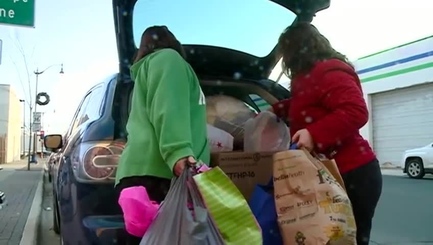 Onalaska High School students donate to La Crosse Warming Center