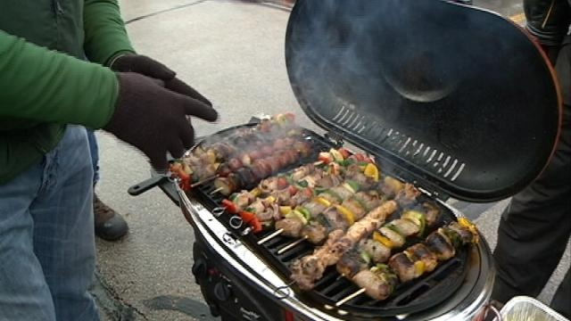 La Crosse residents tailgate at Packer game