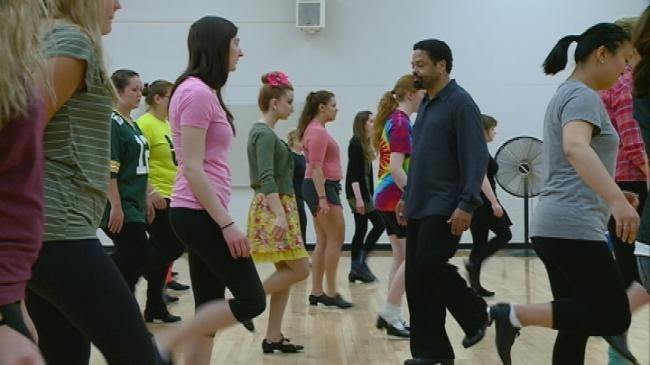 UW-L students learn from master tap dancer