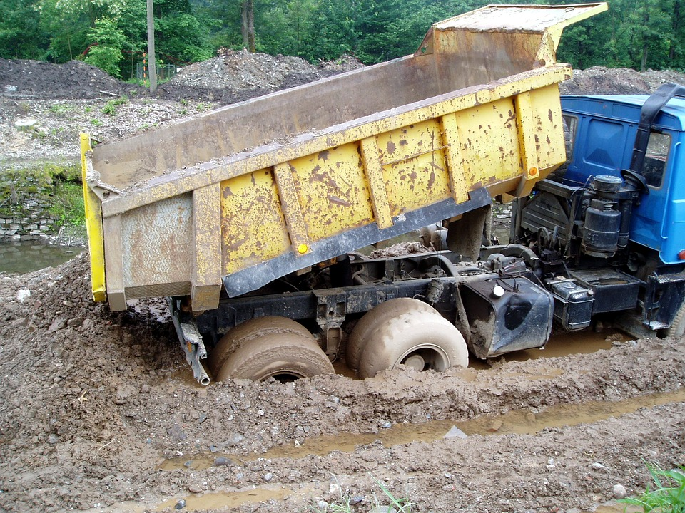 Wisconsin man leads police on chase in dump truck