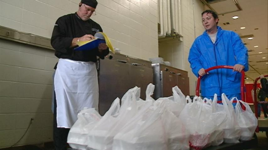 La Crosse's young and old volunteer to help deliver Thanksgiving meals