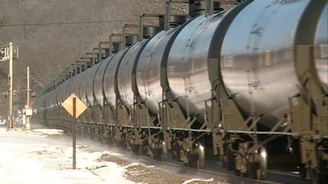 AP EXCLUSIVE: Fuel-hauling trains could derail at 10 a year