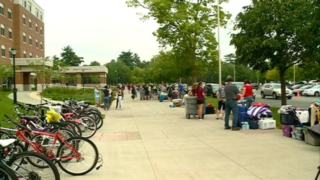 UW-La Crosse's students begin moving in