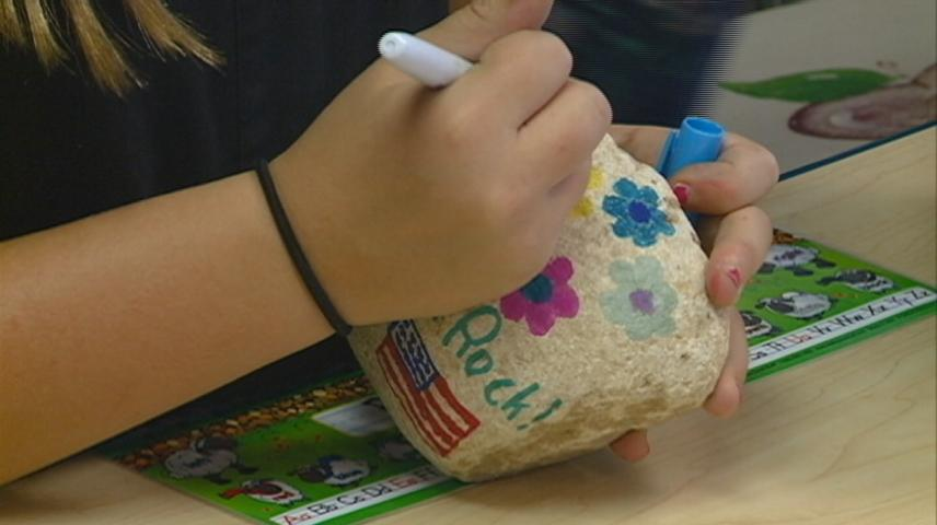 Students in Hokah show support for military members