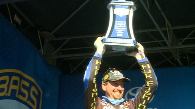 Ott DeFoe claims Bassmaster Elite win on the Mississippi
