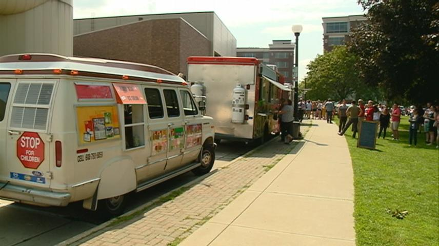 Food Trucks benefit Great Rivers United Way