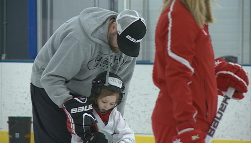 Program helps promote youth women's hockey