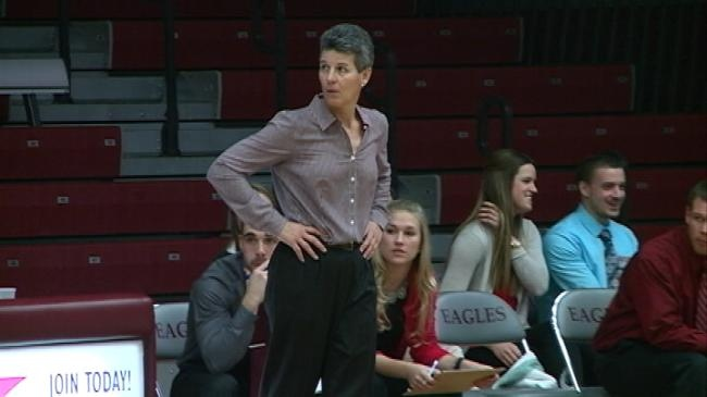 UW-La Crosse women's basketball coach Lois Heeren to step down