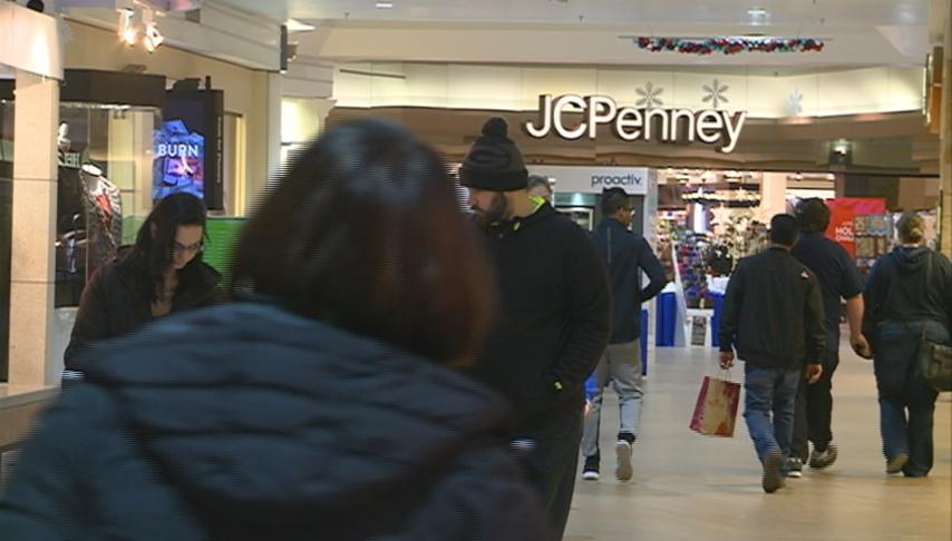 Last minute shopping continues at Valley View Mall