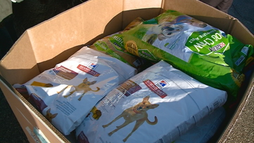 Animal hospital donates 4000 pounds of pet food to WAFER