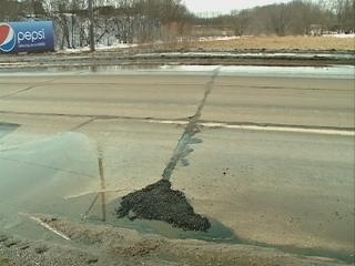 La Crosse street crews trying to keep up with potholes