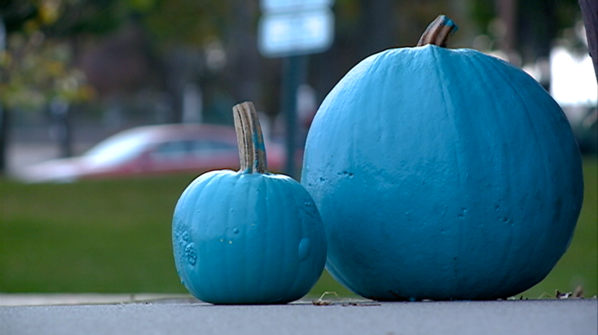 Teal pumpkins promote non-allergenic Halloween options