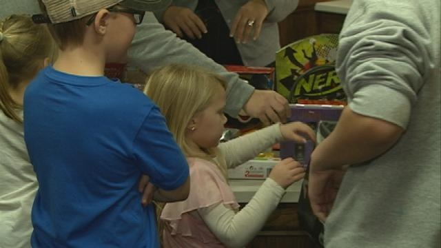 Pediatric kids at Gundersen receive Christmas presents