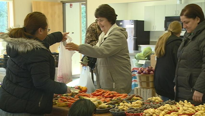 Myrick Park Center hosts winter farmers market