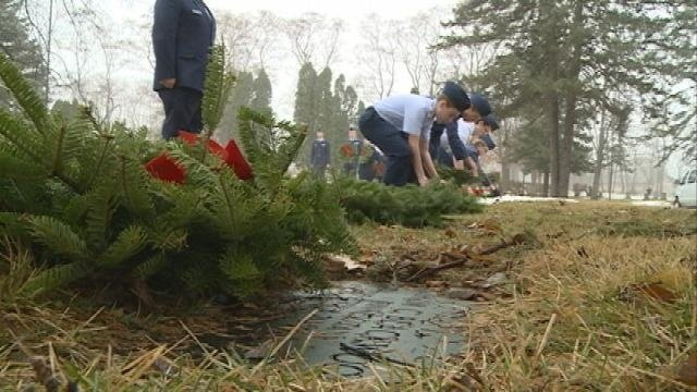 """Cadets honor fallen vets during """"Wreaths Across America"""" event"""