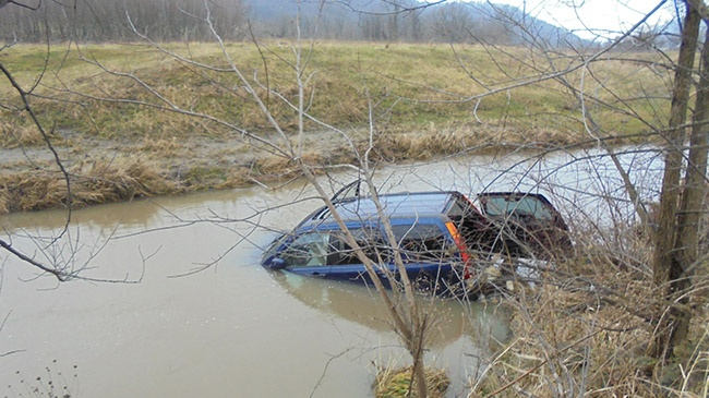 Vernon County driver ends up in creek after crash