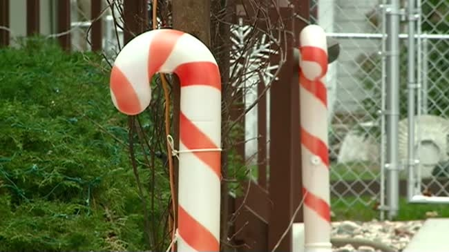 Holmen hosts holiday decorating contest