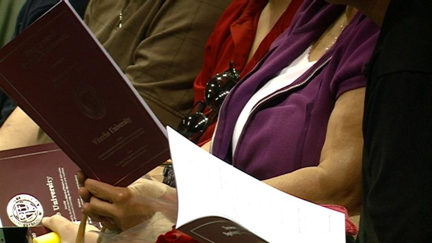 Viterbo Commencement graduates more than 400 students