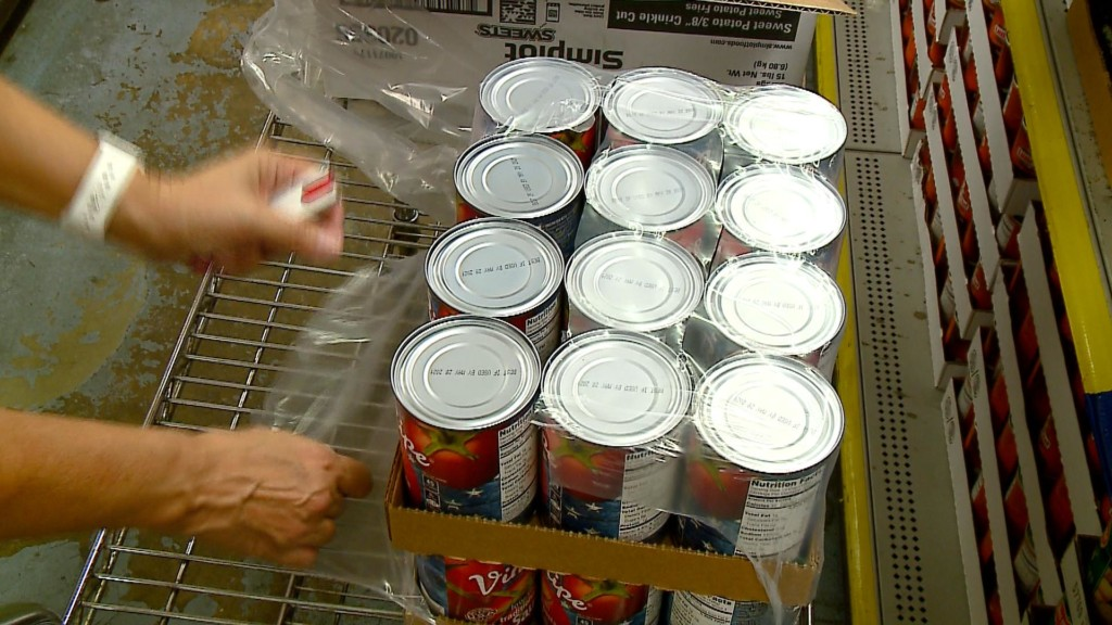 Volunteers help WAFER in La Crosse during statewide day of helping