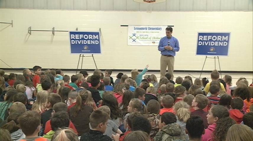 Wisconsin Governor visits Tomah elementary school