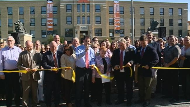 Walker attends ribbon cutting of Ashley office building