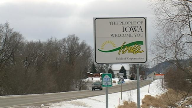 Presidential candidates make final push in Iowa before caucus
