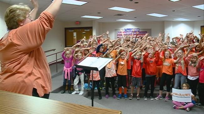 West Salem Elementary takes part in Unity Day