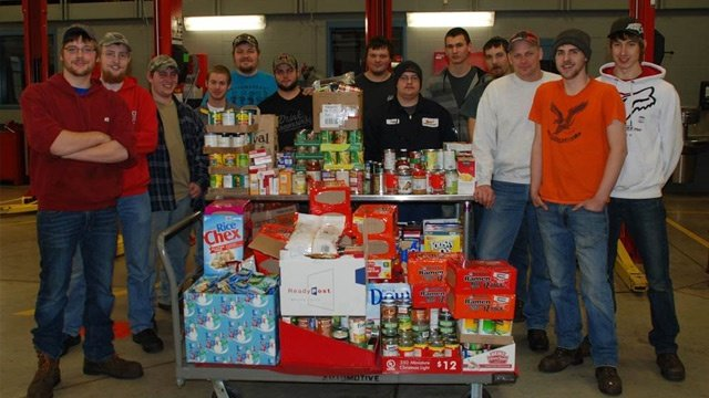 Western Technical College students host food drive