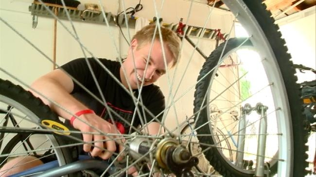 La Crosse man helping those less fortunate two wheels at a time
