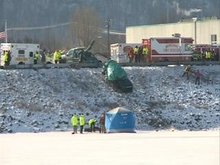 2 bodies recovered from car that went into river, 2 more missing