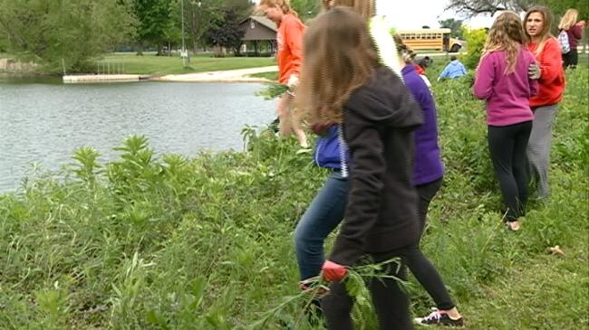 Students help pull invasive species around Lake Winona