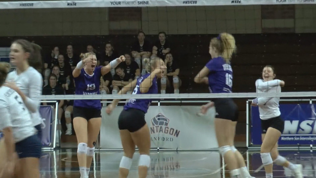 Winona State volleyball falls in five-set match in NSIC Tournament