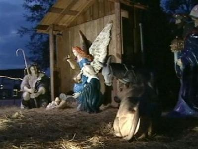 Legal threat over nativity scenes prompts unlikely response