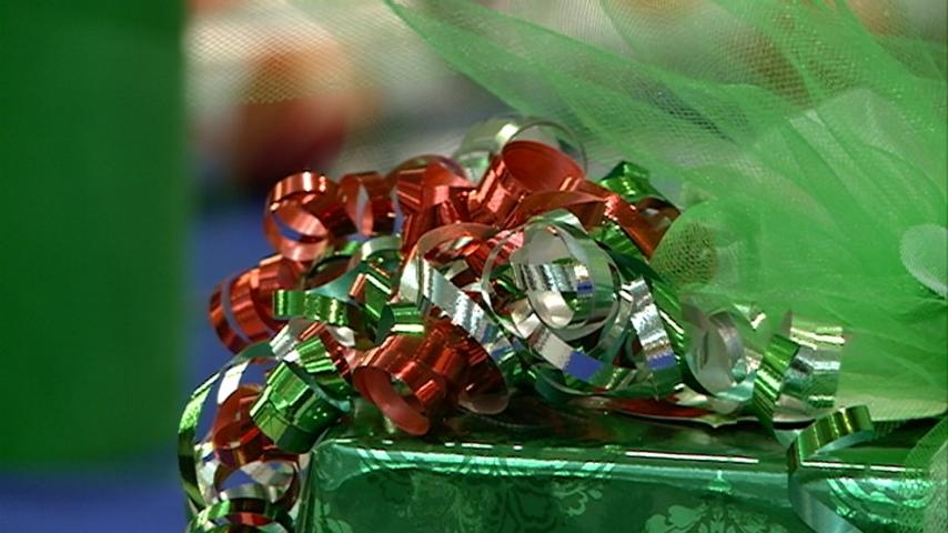 La Crosse Public Library helps with gift wrapping