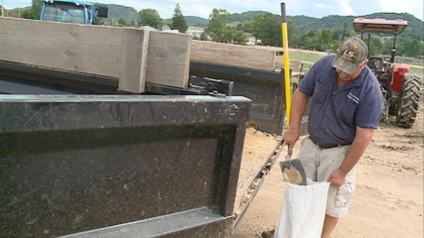 Coon Valley business prepares for potential flooding