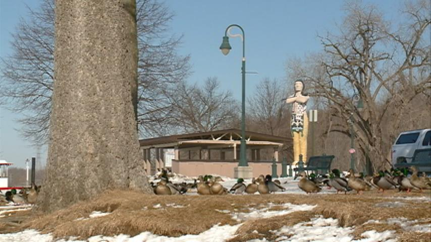 Local leaders discuss options for Hiawatha statue