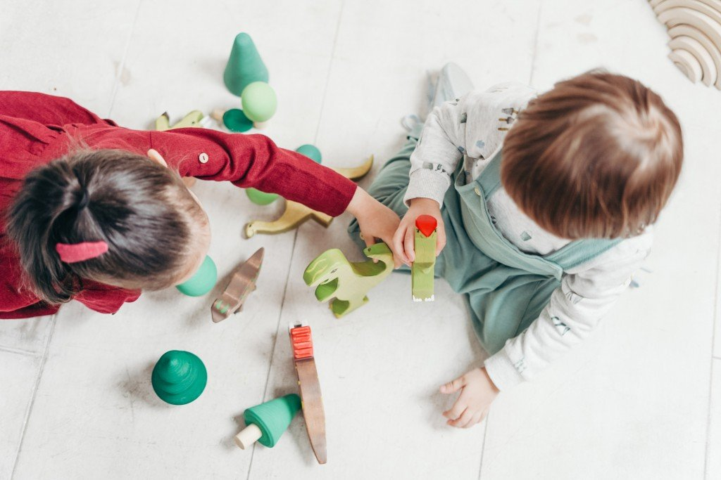 Children Playing With Animal Toys 3661387