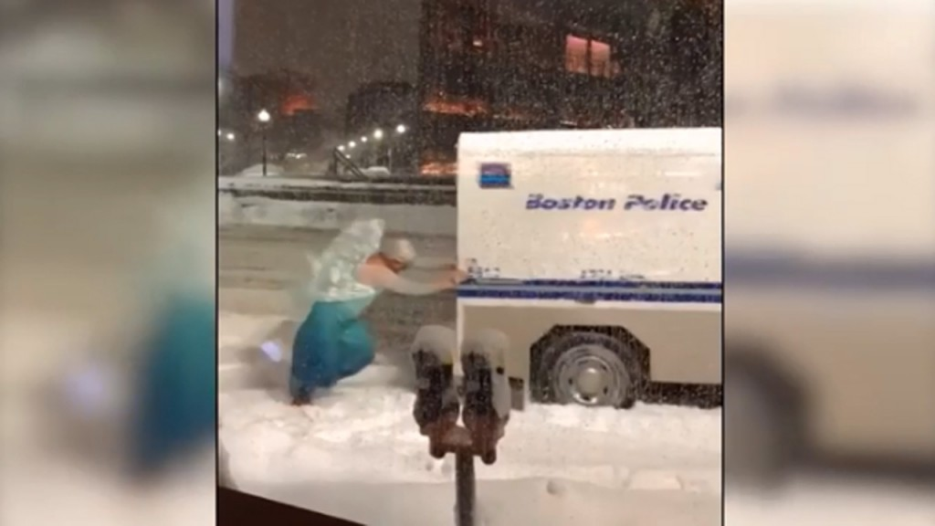 Man dressed as Elsa from 'Frozen' bails police out of snow