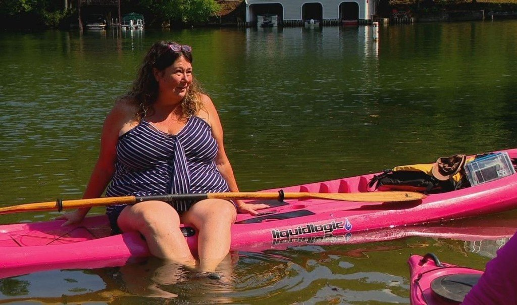 North Carolina woman kayaks with cancer patients